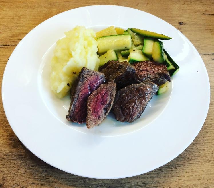 Steak_Zucchinigemüse
